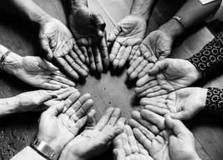 Black-and-white-circle-elderly-1266005